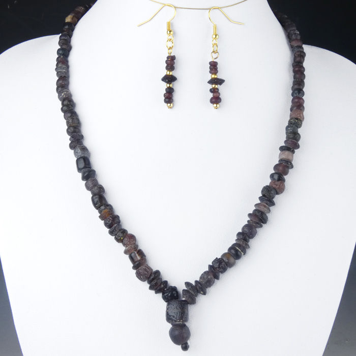 Necklace and Earrings with Roman purple glass beads, rare colour - 50,5 + 4,9 cm