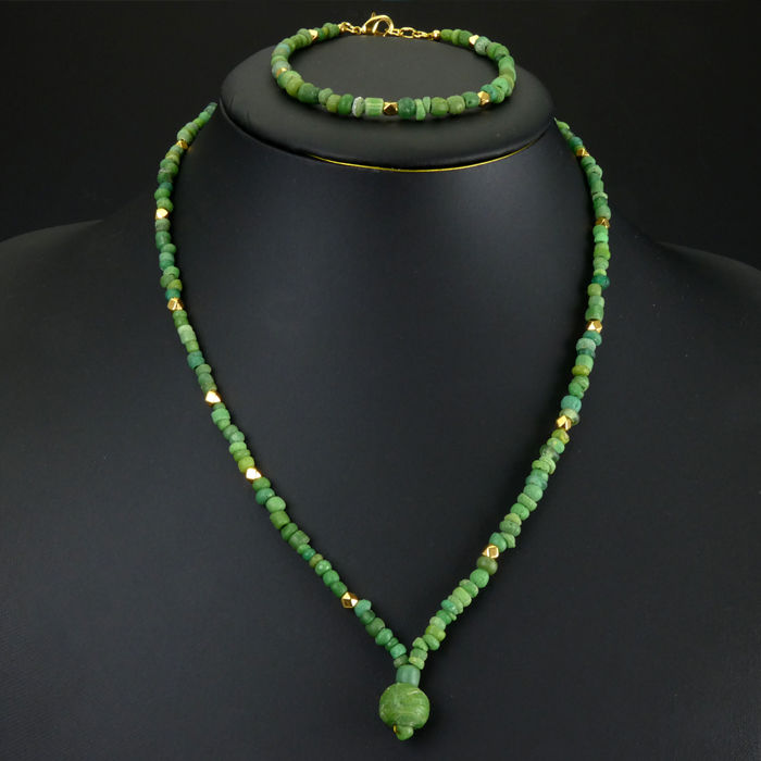 Matching set - Necklace and bracelet with Roman green glass beads - 46 + 20 cm