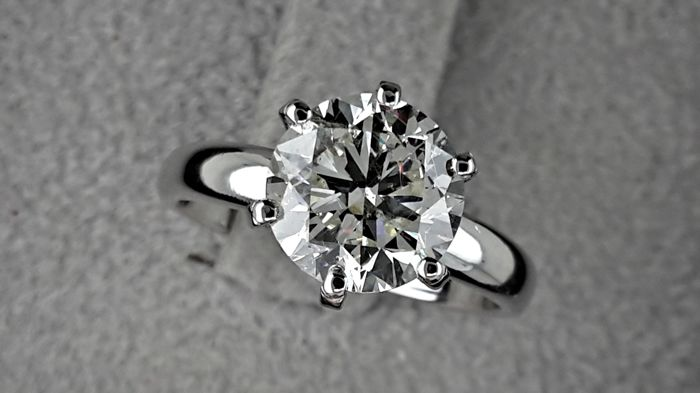 2.32 carat F/VS2 Round Brilliant Cut Diamond Solitaire Engagement Ring in 14kt  White Gold