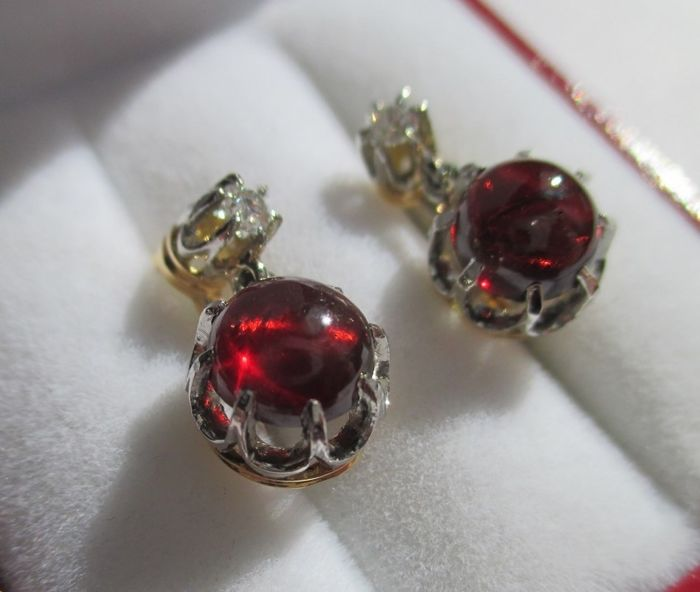 Old pair of dormeuse earrings - Garnets, diamonds - 18 kt/750 gold