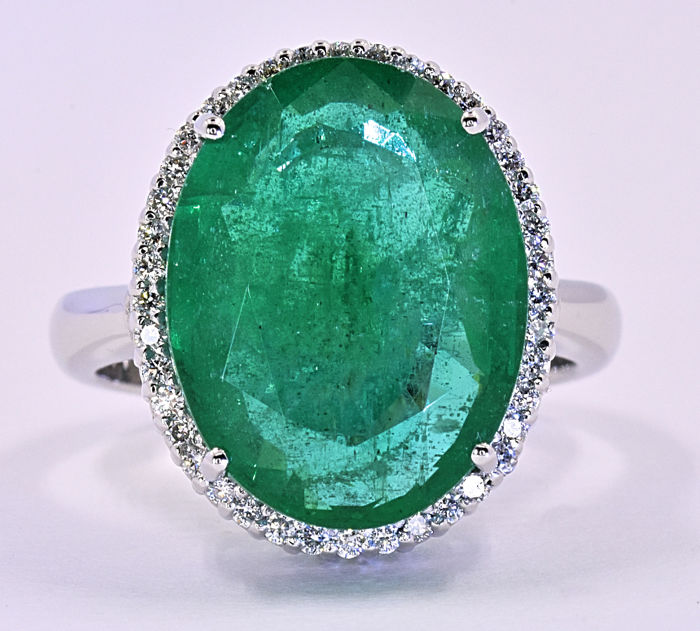 10.55 Ct Emerald with Diamonds ring in 18kt white gold