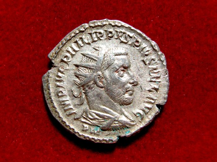 Roman Empire - Philip I (244 - 249 A.D.) silver antoninianus (4,29 g., 22 mm). Antioch mint, 244 A.D.  VIRTVS  EXERCITVS. Rare