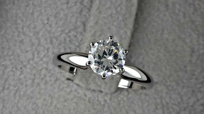 0.80 carat Round Brilliant Cut Diamond Solitaire Engagement Ring in 14kt  White Gold ***NO RESERVE PRICE ***