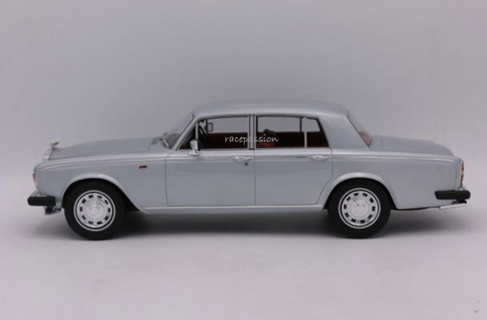 GT Spirit - Schaal 1/18 - Bentley - T2 - 1977 - Color: Silver