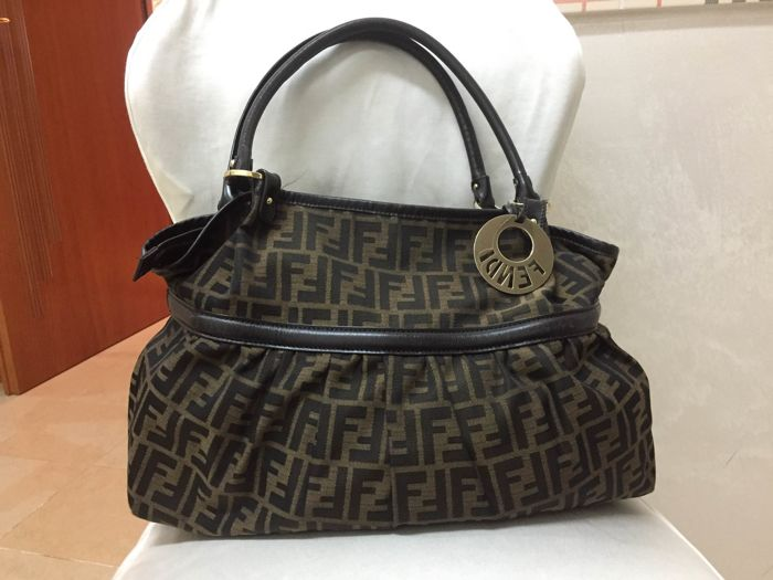 4789e1c3c1de Fendi Shoulder Bag -  No Minimum Price  - Catawiki