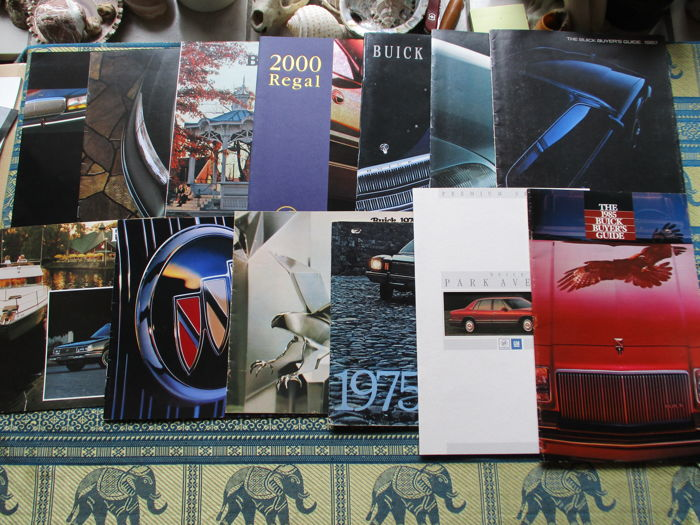 Car brochures (Buick, including Riviera/Regal/Park Avenue/Electra, 13x, 1975-1995)