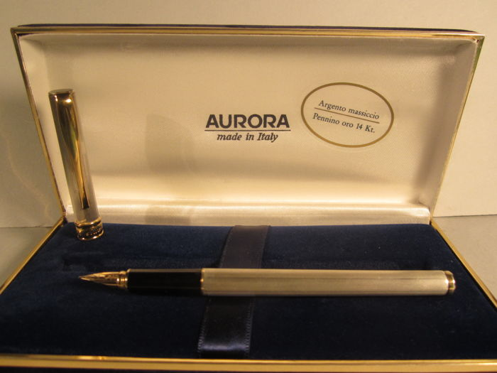 Aurora fine vintage fountain pen. Body in solid 925 silver - 14 kt gold nib - original box