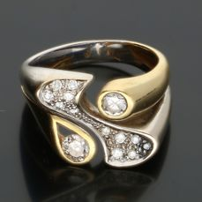 18 kt - Bi-colour ring set with 14 brilliant cut diamonds of approx. 0.31 ct in total - Ring size: 18 mm