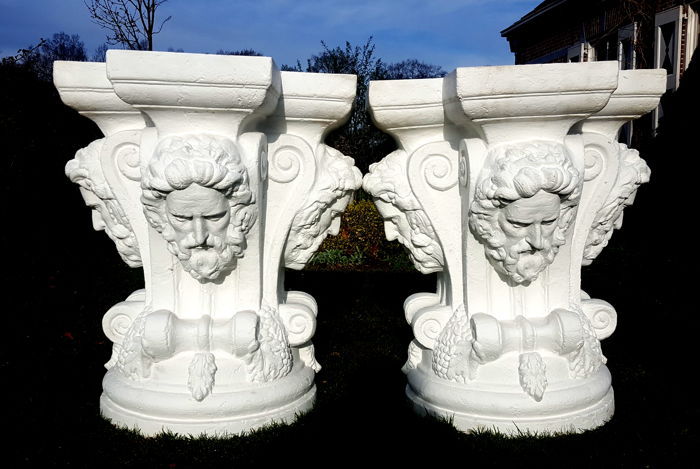 Genial Set Of Two Large Capital Pedestal Table Bases (78 Cm)   Composite Or Plaster