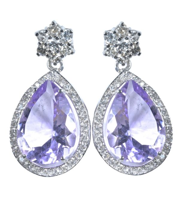 18 kt - 9.50 ct of natural amethysts colour AA with 70 diamonds 0.50 ct in long white gold earrings ***No reserve price***