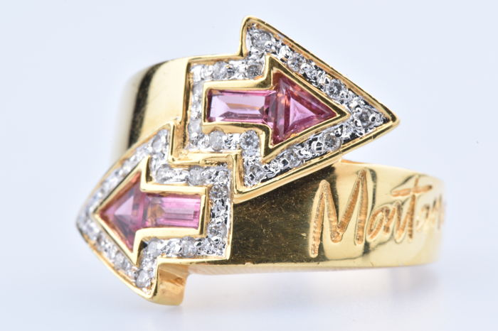 MONTANA ring in 18 kt yellow gold (750/1000) with 2 triangle rubies and 2 rectangular rubies Size: EU 50/US 5.5