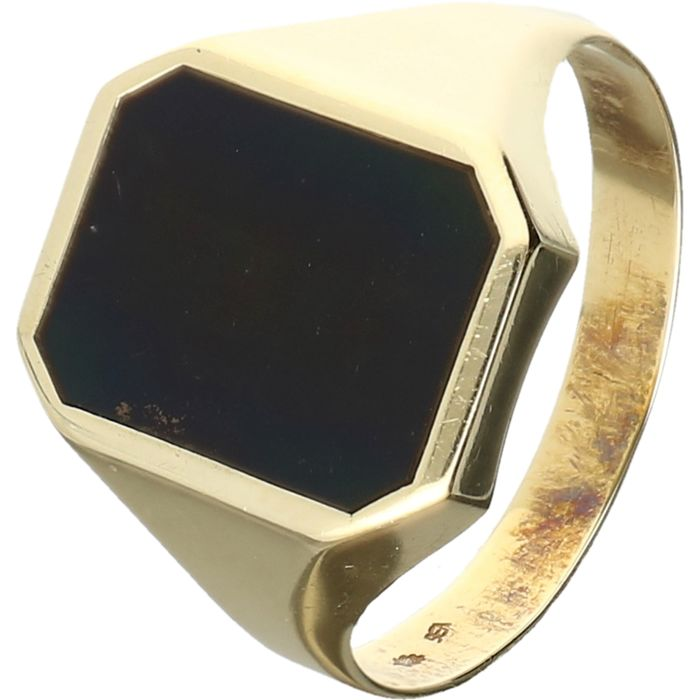 14 kt yellow-gold signet ring, set with onyx. - ring size: 20.75 mm - No Reserve Price