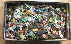 Box with 4.5 kg of various pins