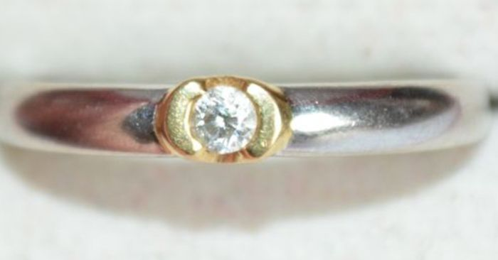 Ring in 18 kt yellow and white gold with 0.08 ct diamond