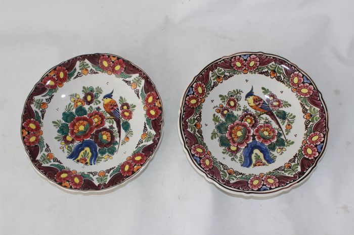 Velsen Sassenheim - Two multicoloured wall plates
