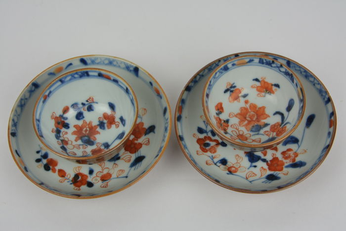Twee Chinese koppen en bijbehorende schotels in porselein - China - Qianlong (1735-1796)