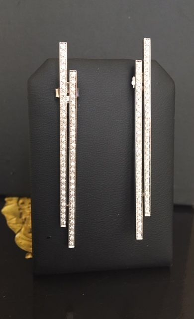 18 kt white gold designer long ear studs with a total of approx. 1.16 ct brilliant-cut diamonds G/VS