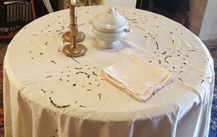 XXL round tablecloth handmade embroidery in ivory colour and cutwork - 6 napkins - 220 cm in diameter