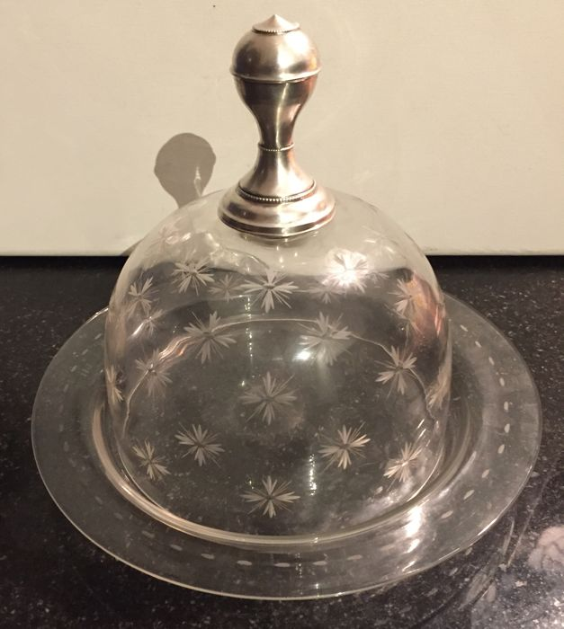 Etched crystal cheese bell jar with silver knob, The Netherlands, First half 20th century.