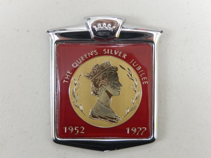 The Queen - Vintage Renamel Metal and Plastic The Queen Silver Jubilee 1952 - 1972 Car Badge Auto Emblem