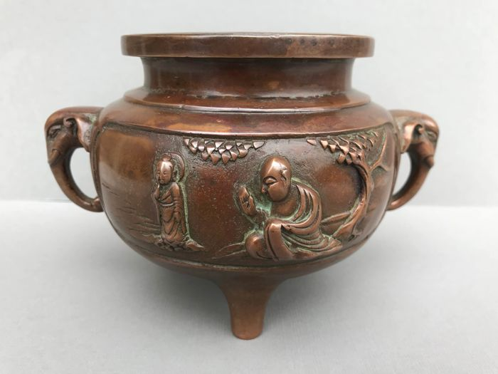 A bronze censer with elephant handles- China - 2nd half 20th century