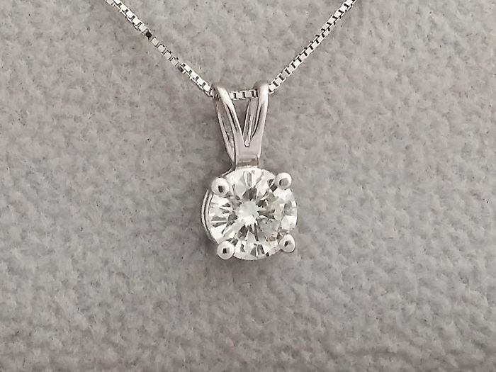 0.68 ct E/SI1 Round Diamond Pendant - in 14 kt white gold + 14 kt White Gold Chain