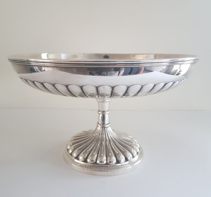 Silver plated dish on foot - approved - Very nicely decorated