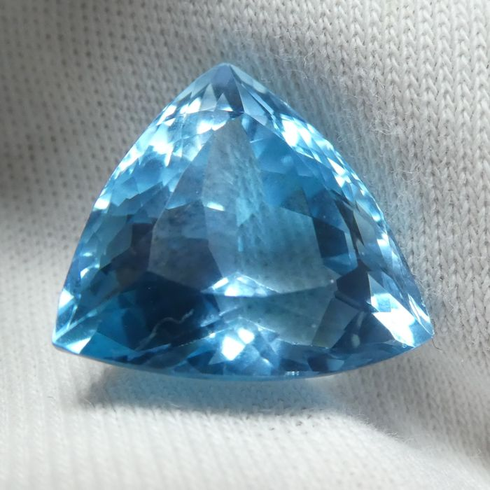 Topaz – 15.93 ct – No Reserve Price