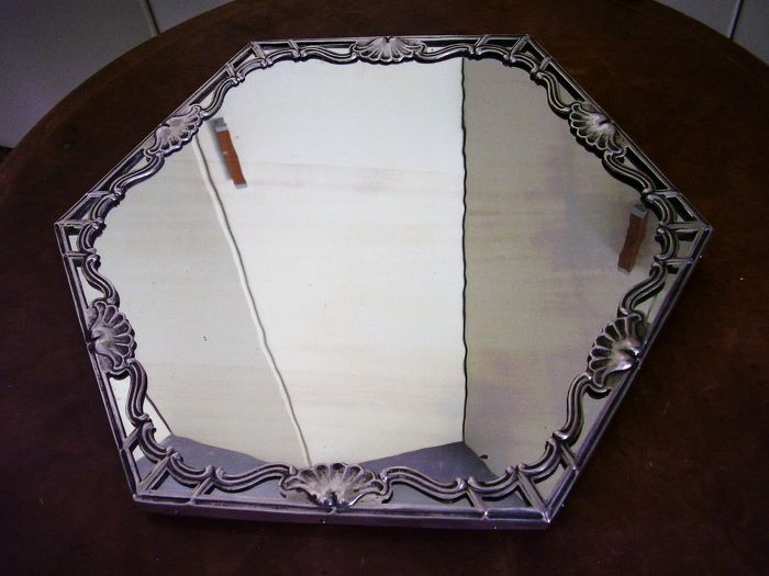 Art Deco hexagonal tray, with silver edge, mirror top and wooden base, Silversmith Varalda Ettore, Vercelli (Italy) Silver title mark 800 with Fasces Lictorii, years 1935-45