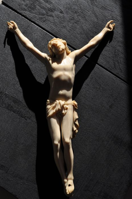 Christ in carved ivory - signed and dated - Italy - 19th