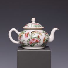 Famille rose porcelain teapot - décor of flowers, a butterfly and a bird - China - 19th century