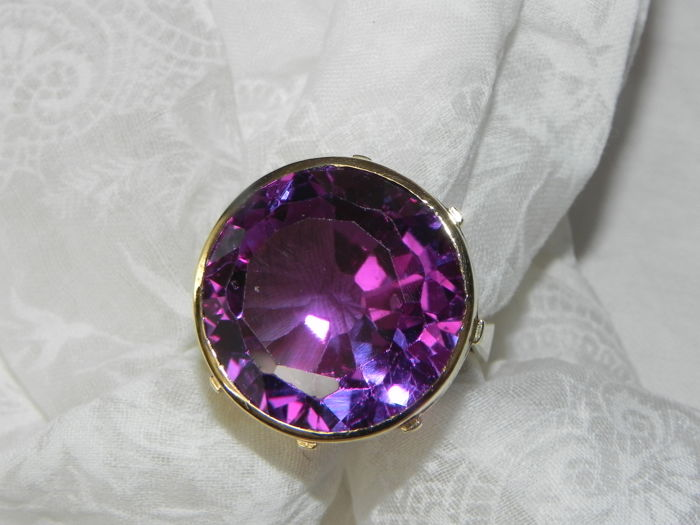 Large cocktail ring 14 kt gold with amethyst