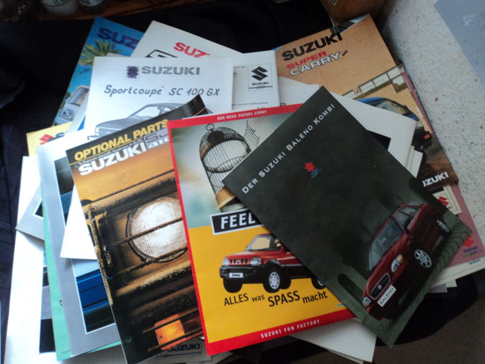 73 Suzuki catalogues and brochures and 72 original factory photos from the 1980s/1990s
