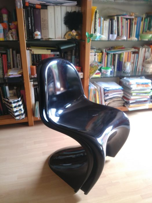 verner panton for vitra lot of two panton chair classic chairs in