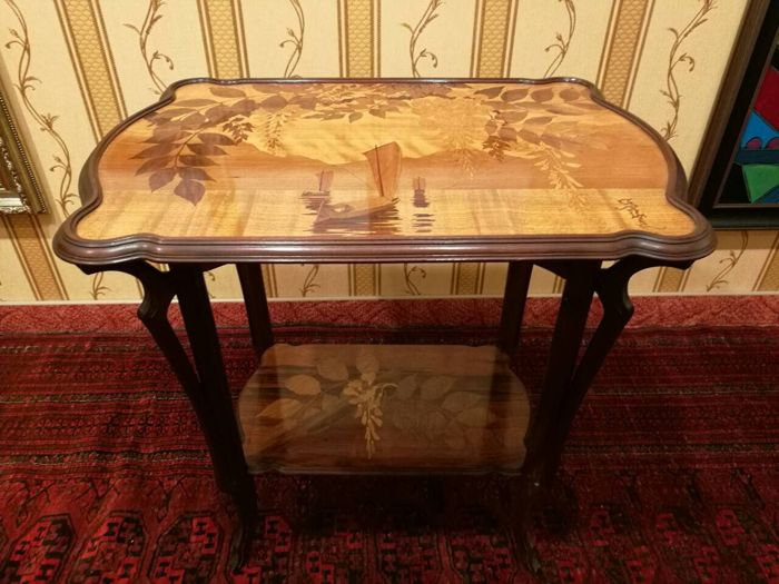 Emile gall etablissements gall marquetry side table for Ameublement traduzione