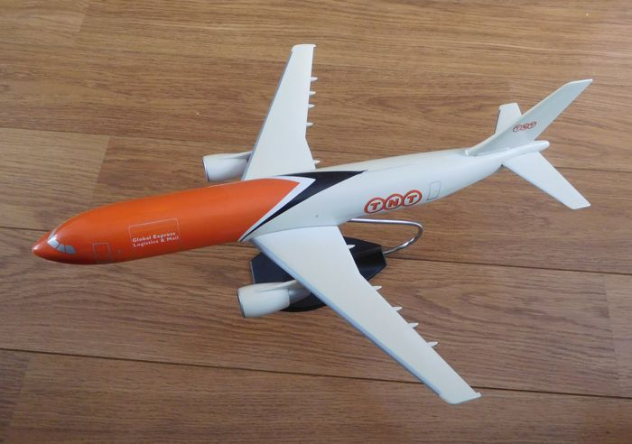 Plastic Model airplane TNT Global Express - Logistics Mail incl. stand/2nd half of the 20th century