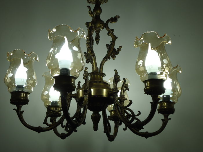 Chandelier finished in bronze and brass - 6 lights - shades made of scalloped glass - 20th century - Italy