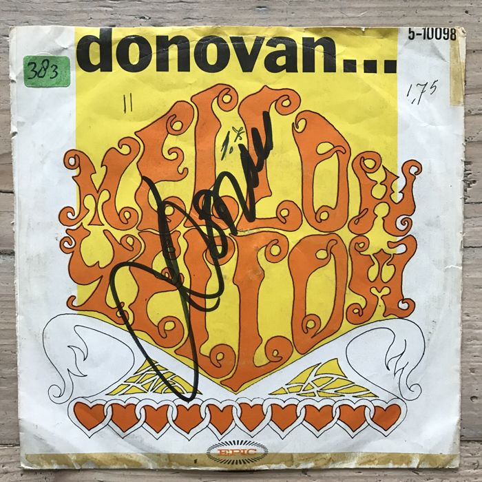 Donovan : 3 signed vinyl singles and signed ticket