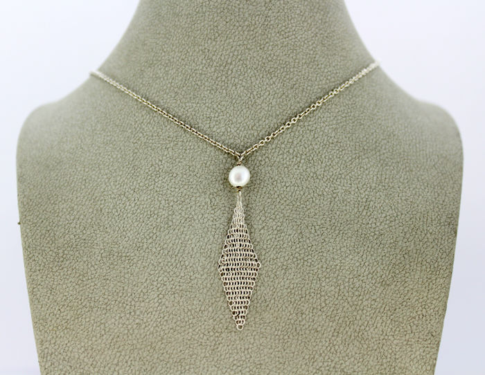"Tiffany & Co (Elsa Peretti) - Sterling silver ladies ""Mesh"" necklace with freshwater pearl, Circa.1980's"