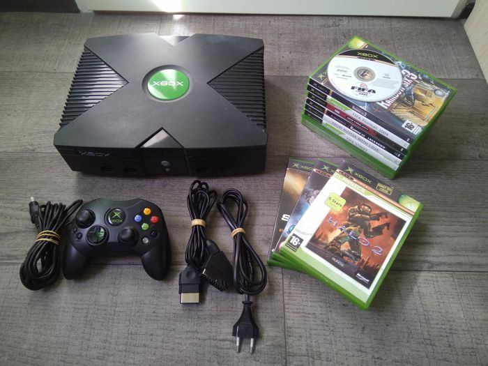 XBOX Classic console - with homebrew / backup mod - with controller, cables and 12 games - Halo 1 & 2, Fable, etc