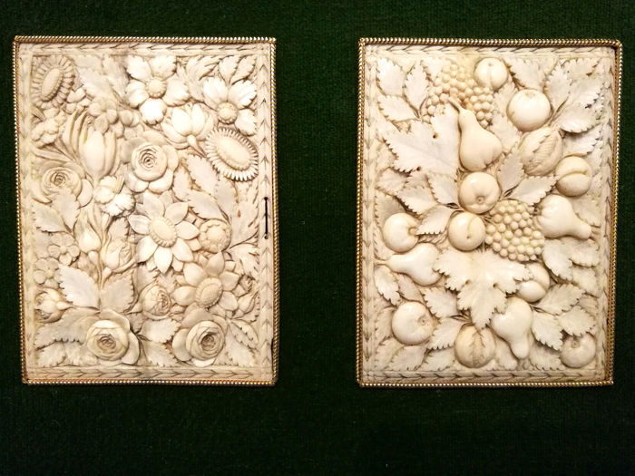 Fine pair of ivory plaques carved in bas-relief with scenes of flowers and fruit - France - 17th/18th century
