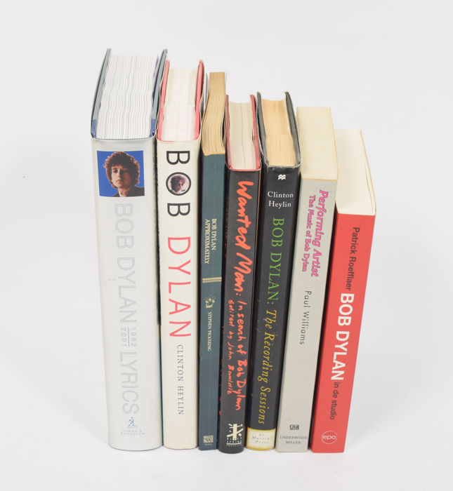 Lot with 7 book publications on Bob Dylan - 1975/2010