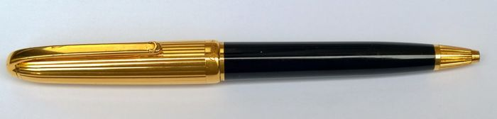 Cartier Louis, rare and fine 18 kt gold plated ballpoint pen, in good condition