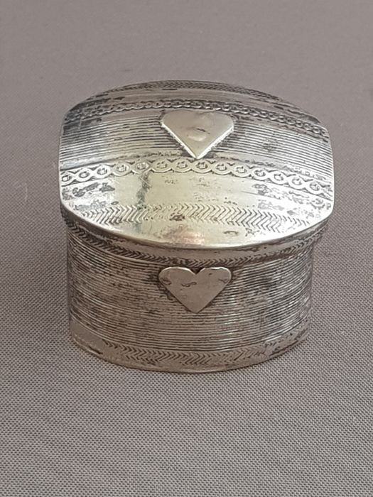 Silver scent box with 2 hearts, the Netherlands, 1836