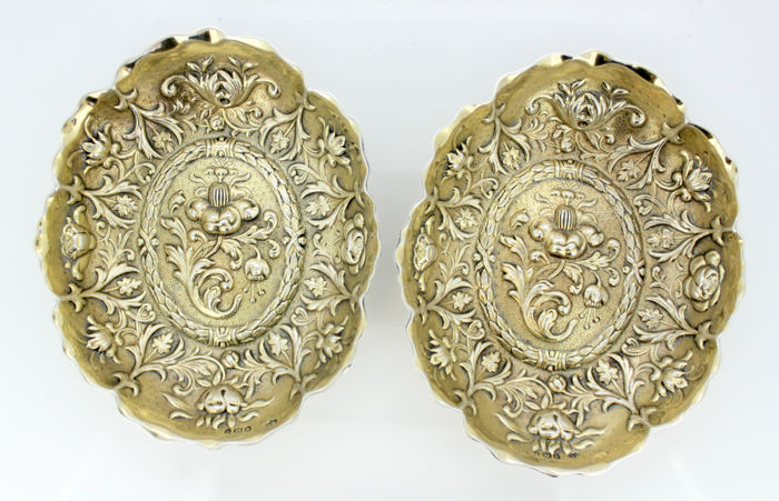 A pair of Victorian elaborately engraved silver bonbon dishes - William Comyns & Sons - London - 1892