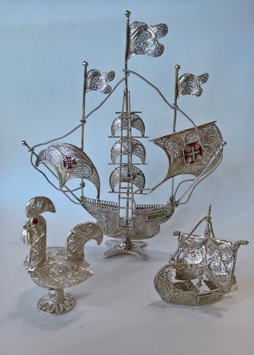 3 pieces in Portuguese filigree - 1 caravel, 1 river boat from the city of Oporto, 1 rooster from the city of Barcelos
