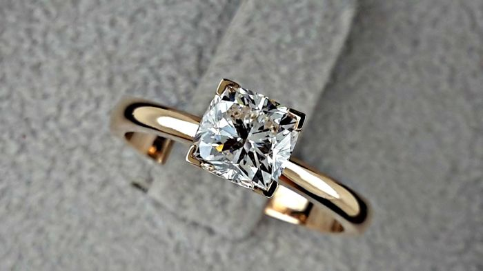 1.03 carat E/VVS2 Round Solitaire Diamond Engagement Ring in 14 k Rose Gold