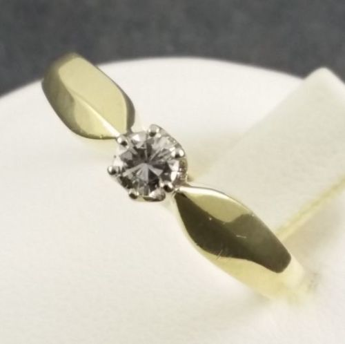 Diamond - ring - 14 kt yellow gold - Size 51 - 1 diamond cut diamond 0.14 ct