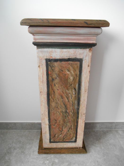 Wooden column or pedestal for a statue