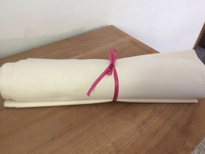 Lot consisting of 8.80 metres of antique linen blend fabric